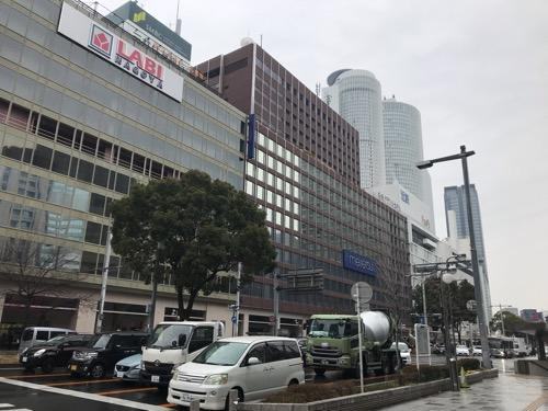 ヤマダ電機の隣にある名鉄バスターミナルビル(Meitetsu Bus Terminal Building)
