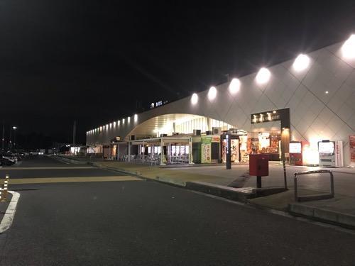 海老名サービスエリアの建物外観(夜景)