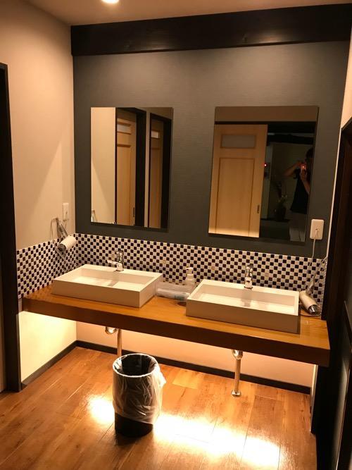 湯之谷温泉のゲストハウス用の共同トイレ・洗面所