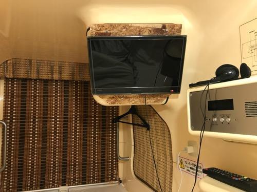 カプセル・イン札幌のカプセル内の枕元側から見たカプセル内の様子