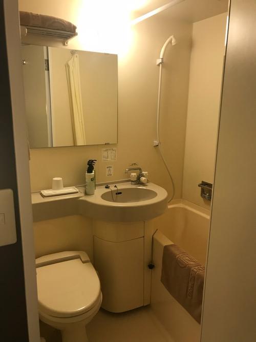グレイスイン名古屋シングル禁煙ルームのユニットバス(トイレ、洗面台、シャワー、浴槽)