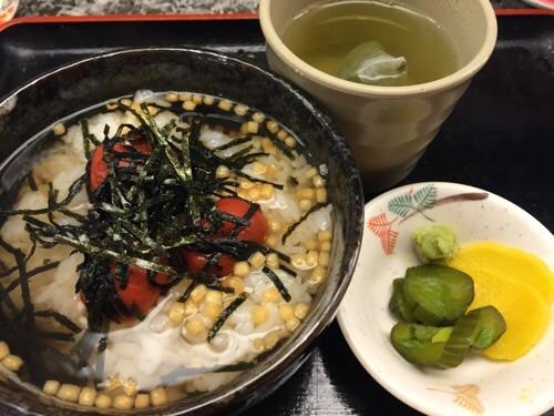 おんまく寿司 松山店の梅茶漬け、漬物、わさび