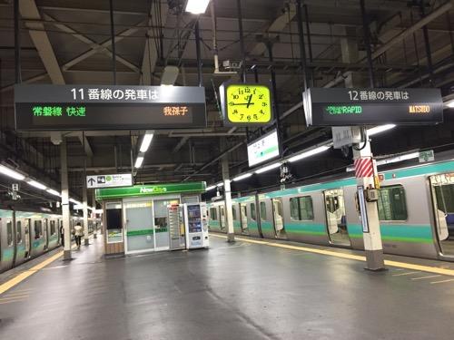 JR上野駅の11番線、12番線ホームに停車中の常磐線快速電車