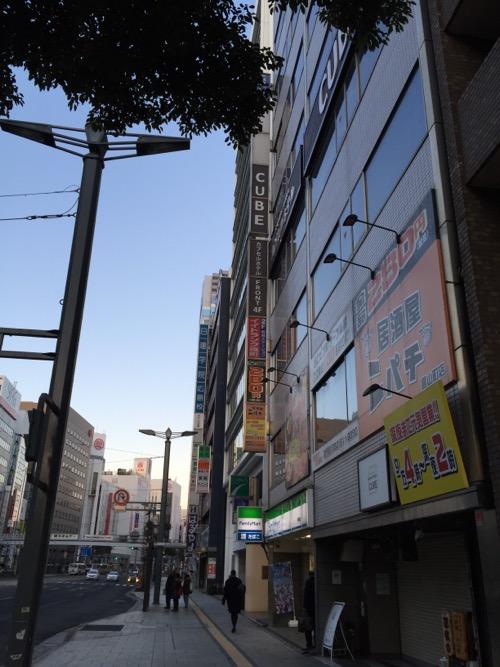 カプセルホテルCUBE広島の外観と周辺の風景