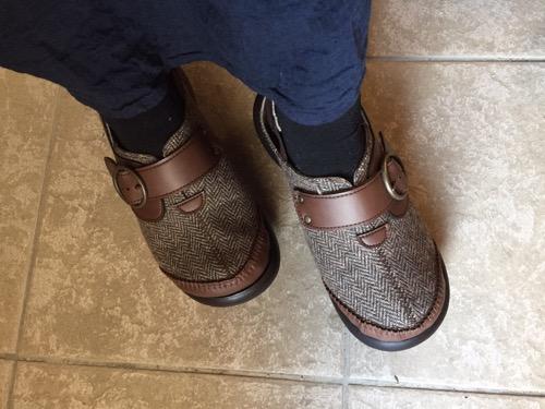 リゲッタカヌーの冬用サボサンダルを履いた妻の足