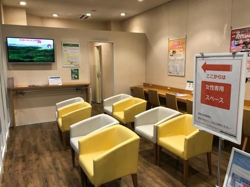 万代シテイバスセンターの県外高速バス待合室内の女性専用スペース