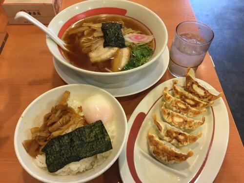 幸楽苑 新橋烏森店の中華そばと玉子丼、餃子のセット