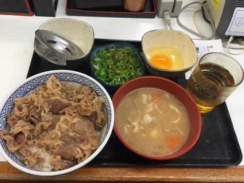 吉野家の牛ねぎ玉丼、豚汁