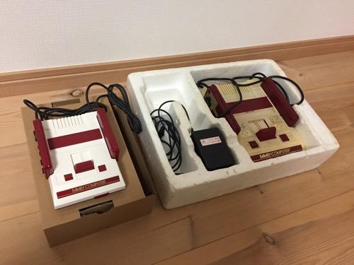 箱に入ったニンテンドークラシックミニファミコンとファミリーコンピュータのゲーム機本体