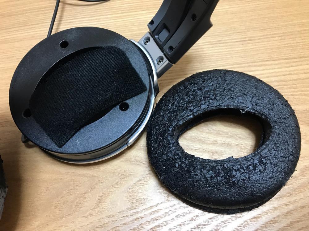 ボロボロの純正イヤーパッドを取り外したSONY STEREO HEADPHONES MDR-XD200