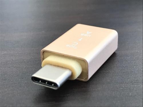 100円ショップダイソーの「USBをTypeCに変換できる変換アダプタ」本体