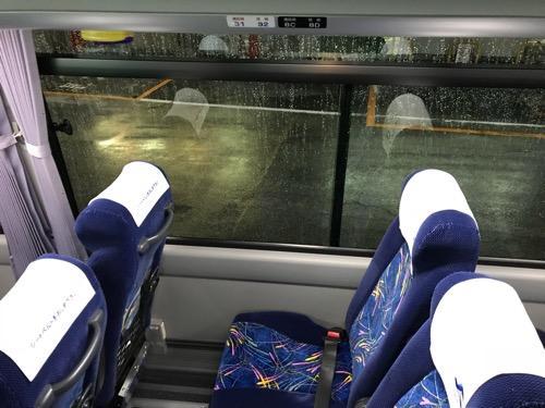 仙台行の高速バス「仙台-新潟線(WEライナー)」(JRバス東北)の車内(右側の窓際)