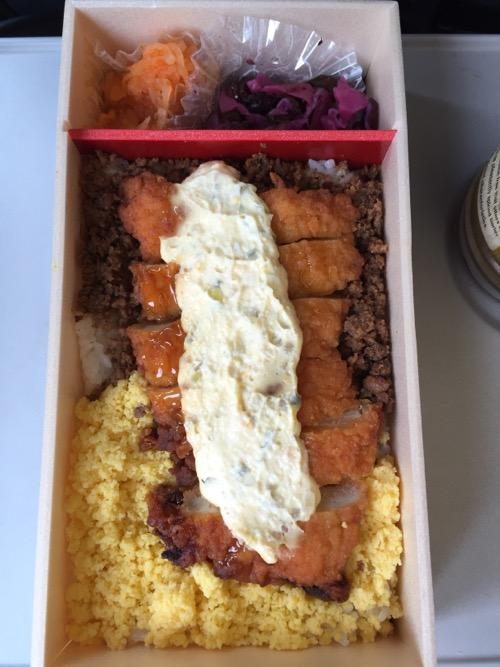 東京駅の駅弁「笹八調製チキン南蛮弁当」の中身