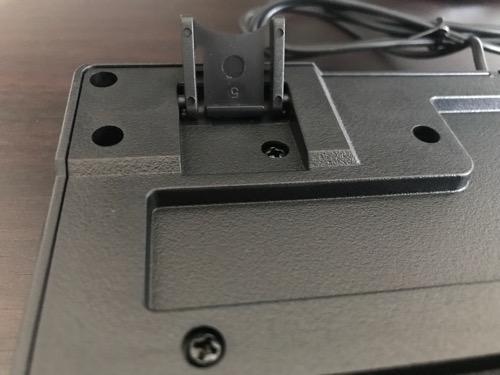 エレコム キーボード 有線 メンブレン式 USB接続 ブラック TK-FFCM01BKの裏側の角度調整爪(開いた状態)
