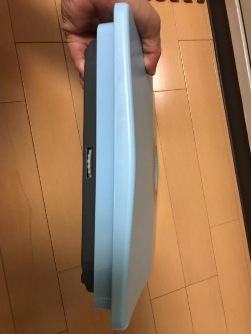 タニタ 体重計 アナログヘルスメーター HA-851-BL ブルーの側面にある目盛り調整つまみ