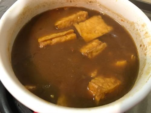 富士ホーロー 蓋付きミルクパン 15cm 1.2L レッドで作った「厚揚げ豆腐・トマト入りカレー」