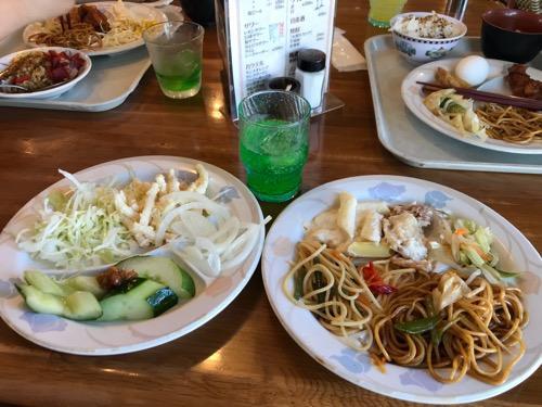 ローズハウス余戸店の朝食バイキングの料理(野菜、麺類)