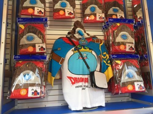 USJ・ドラゴンクエスト・ザ・リアルのお土産ショップのキングスライムのシャツとフード付タオルとミニポーチ