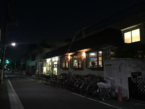 東京都葛飾区の銭湯・栄湯前の夜の風景