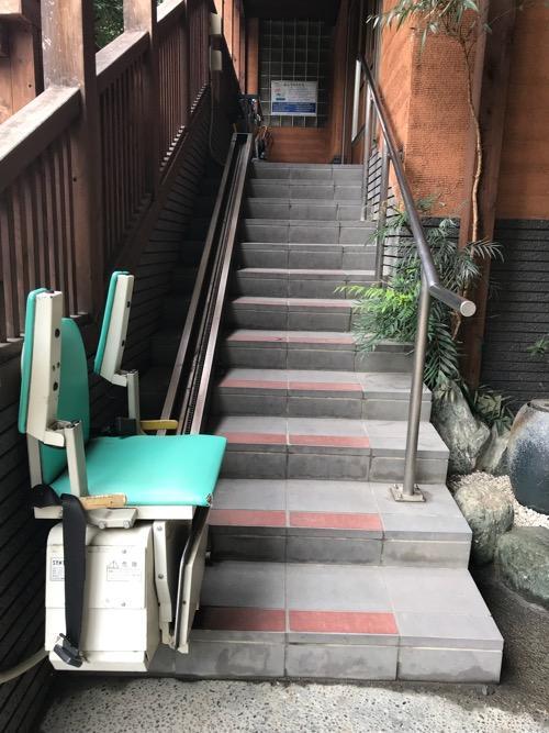 東京都文京区の銭湯・ふくの湯の玄関までの階段