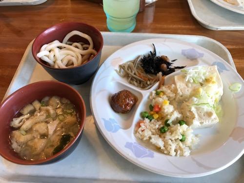 ローズハウス余戸店の朝食バイキングの料理(味噌汁、ピラフ、豆腐、うどんなど)