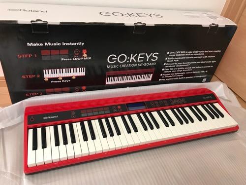 Roland GO:KEYSの箱と箱の中身(赤いキーボード)