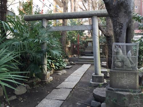 東京都港区新橋の盬竃神社(塩釜神社)-稲荷社