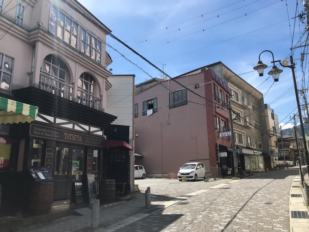 俺流生パスタ&ワヰン酒場 TATSU屋製麵所の建物外観と周辺風景