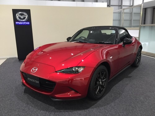 JR広島駅2階に展示されているMAZDA ROADSTER S SPECIAL PACKAGE