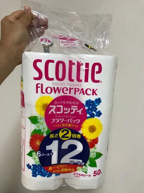 日本製紙クレシア株式会社のトイレットペーパー「スコッティフラワーパック2倍巻き」(6ロールで12ロール)の袋開封前