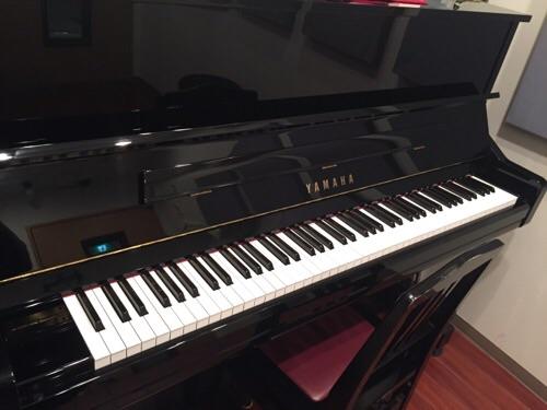 サウンドスタジオ ノア銀座店(住所:東京都中央区銀座3-9-2 銀座ノアビル2-5階)のアップライトピアノの鍵盤付近