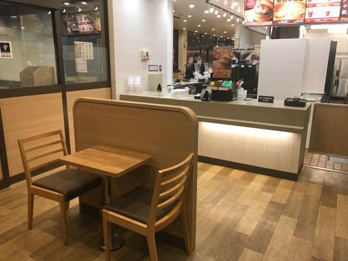 ロッテリア 桶川駅店 改札口内店舗のカウンター、テーブル・椅子