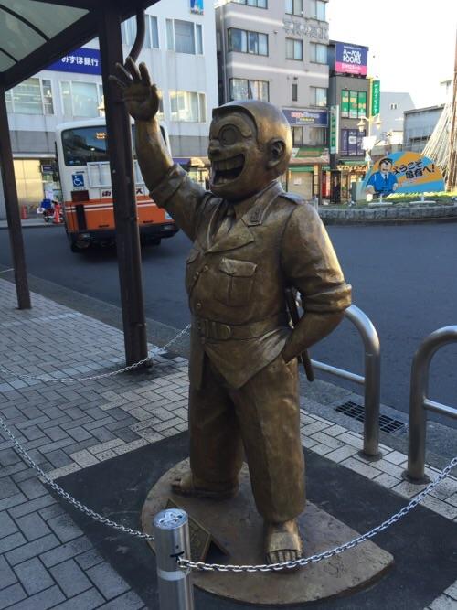 JR亀有駅北口にあるこち亀の両さん像-横から見た様子
