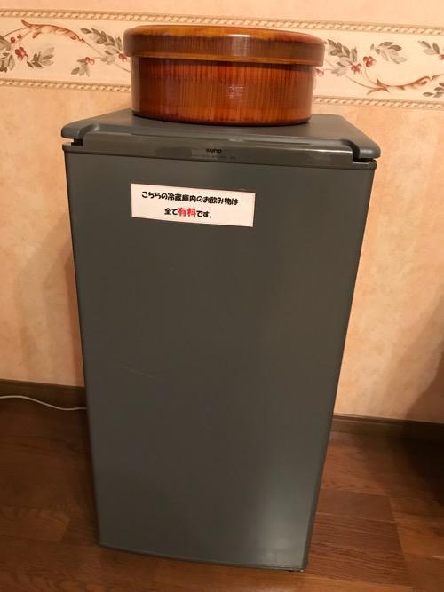 星乃岡温泉 千湯館 家族風呂・宿泊用の部屋「石の湯 305号室」の冷蔵庫