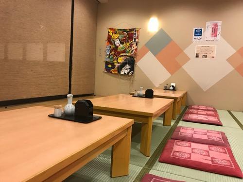 見奈良天然温泉利楽の食堂の座敷のテーブル