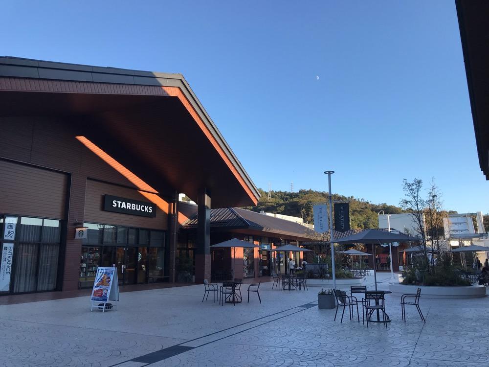 スターバックス ジ アウトレット広島店前の風景