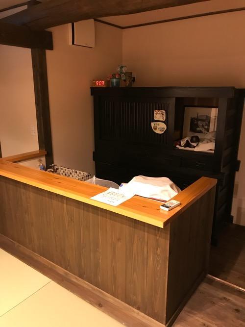 湯之谷温泉の談話室のカウンター