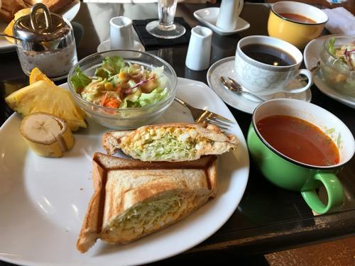 三日月とカフェ新空港通り店のモーニング ホットサンド(エッグ)、三日月プレミアムブレンドコーヒー、ミネストローネ
