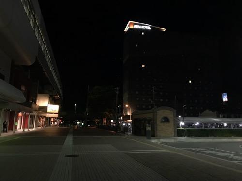 JR福島駅西口とアパホテル福島駅前(夜の様子)
