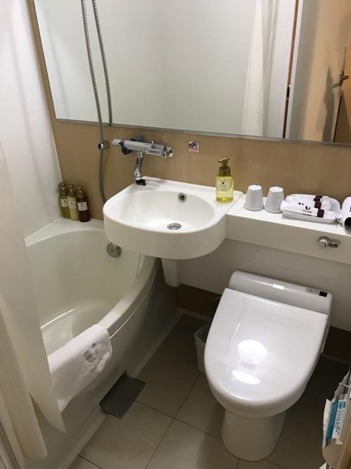 ヴィアイン名古屋新幹線口のエコノミーツインのトイレ、洗面台、浴槽