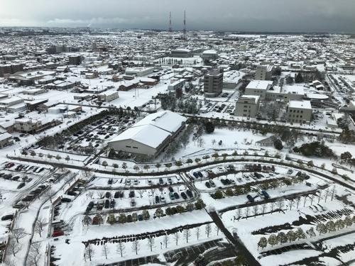 石川県庁展望室から眺めた金沢市内の雪景色(南西側・石川県地場産業振興センター(地場産センター)側)