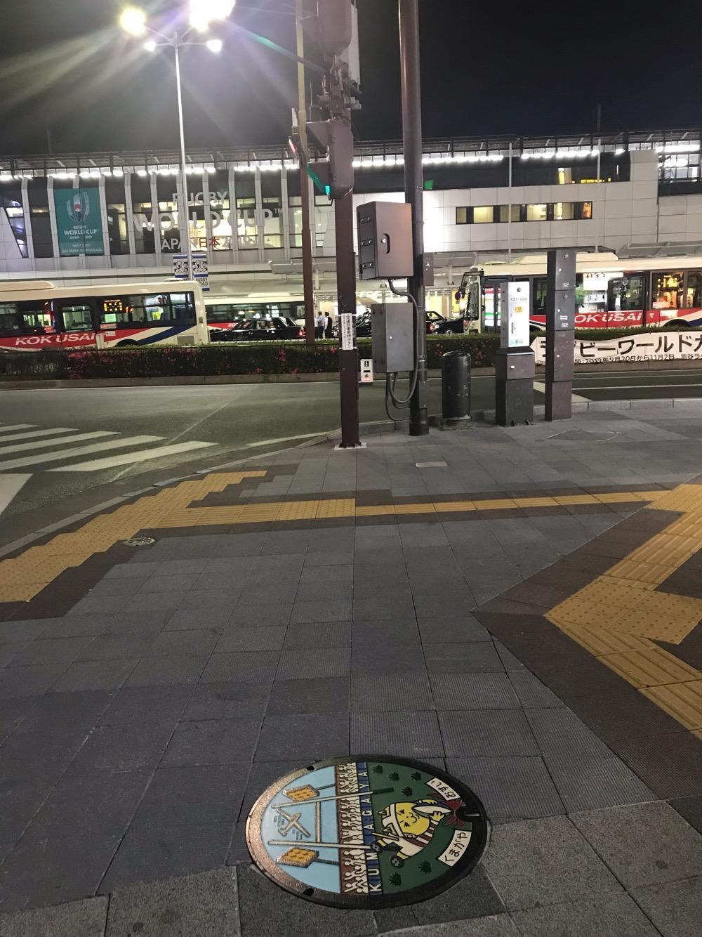 埼玉県熊谷市のラグビーワールドカップ2019のマンホールの蓋がある歩道の周辺