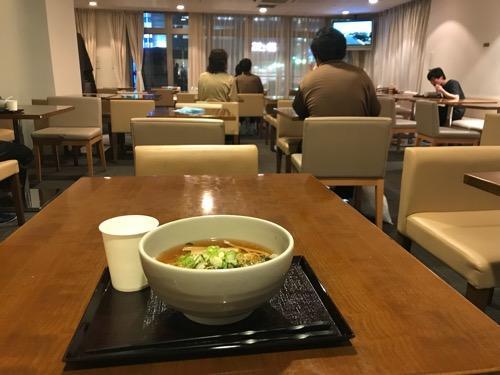 天然温泉 加賀の湧泉 ドーミーイン1階の食堂内の様子と夜鳴きそば