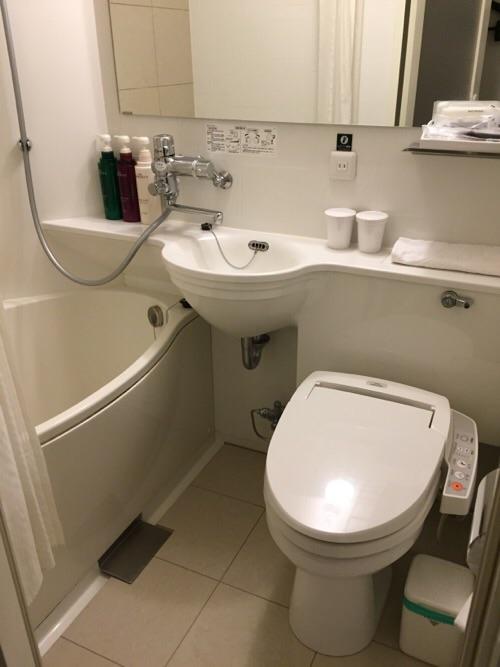 アパホテル新橋御成門の客室内ー浴室とトイレ