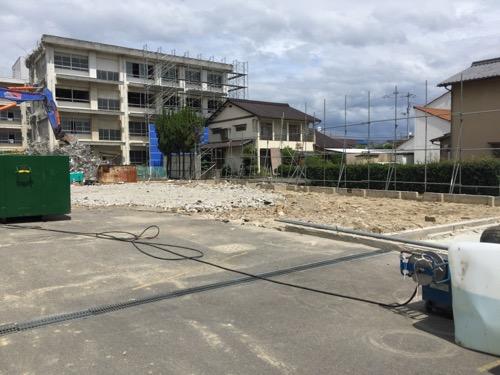 解体工事中の余土中学校校舎-正門側より3-2016年9月3日