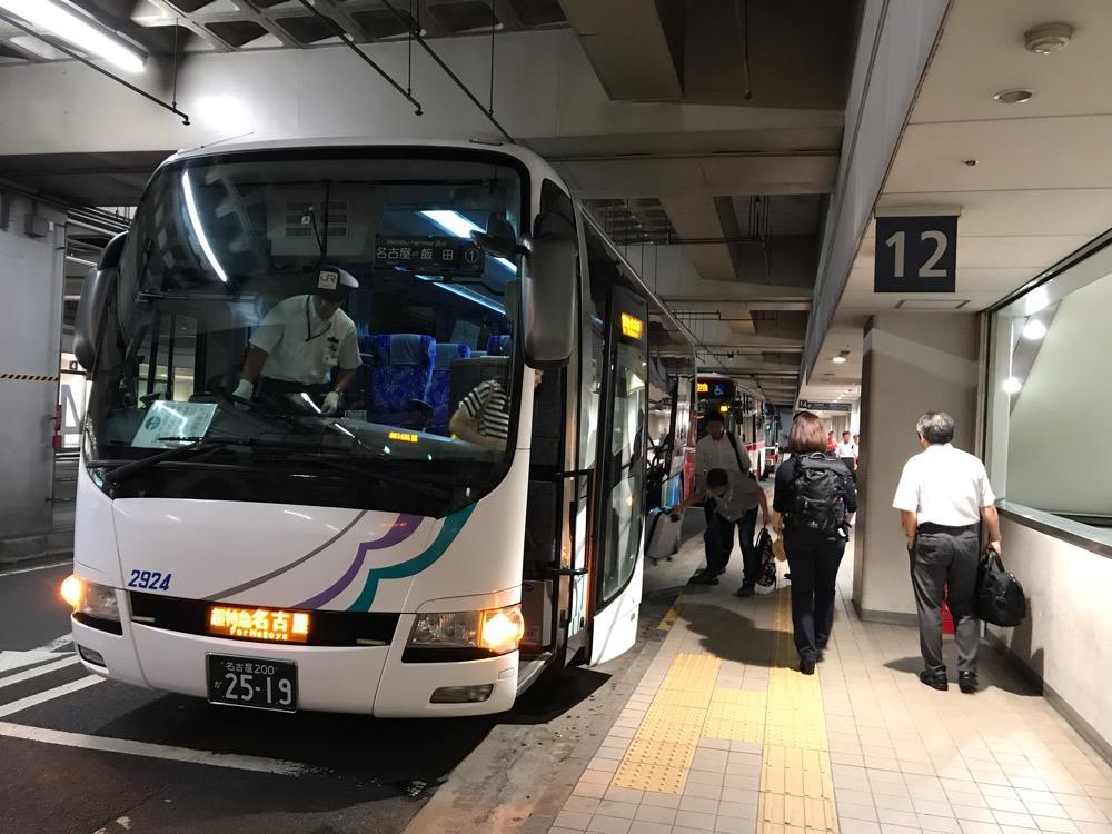 名鉄バスセンターの12番乗降口に到着した中央道高速バス 名古屋~飯田線(名鉄バスセンター(名古屋)行き)