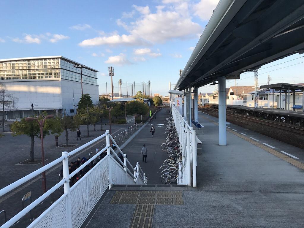 JR市坪駅2番線ホームの階段