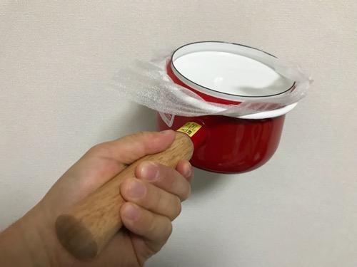 購入時の箱から出した直後の富士ホーロー 蓋付きミルクパン 15cm 1.2L レッド