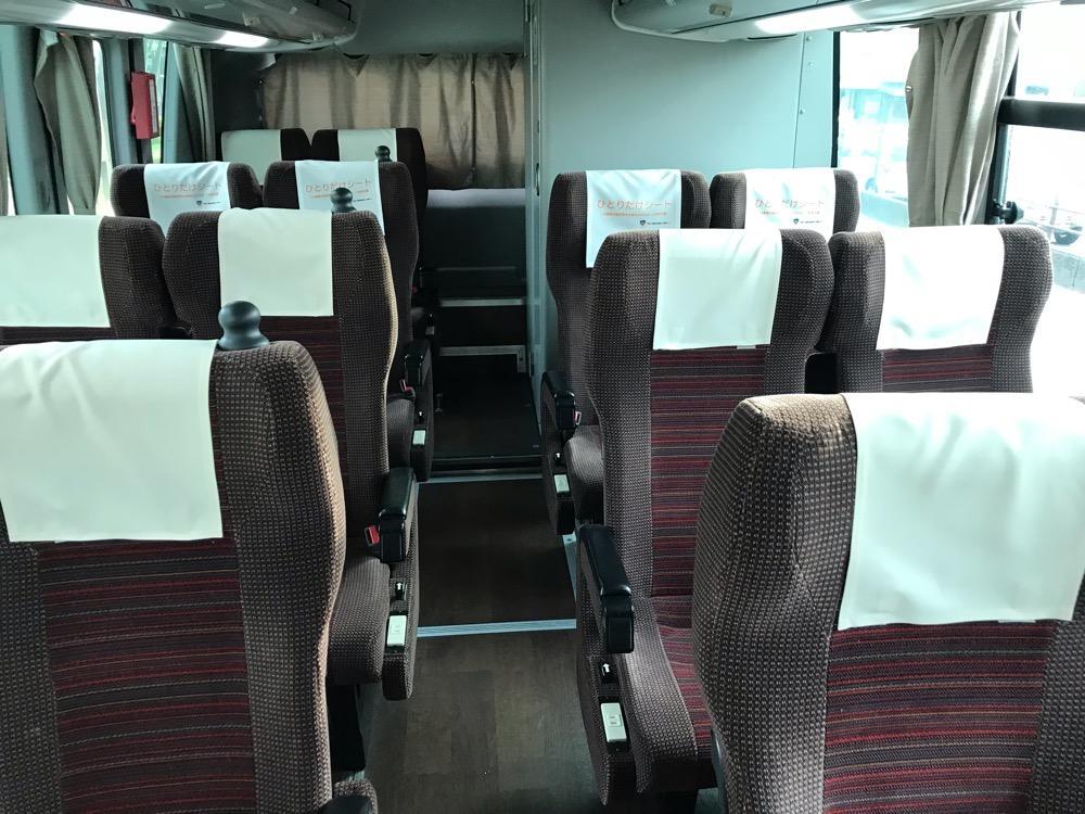 飯田駅からバスタ新宿までの高速バス車内の後部座席付近の様子