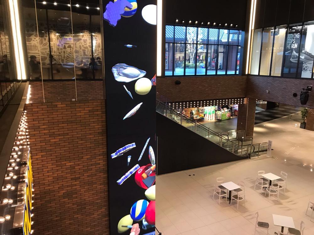 スターバックス ジ アウトレット広島店内から見下ろした1階の風景